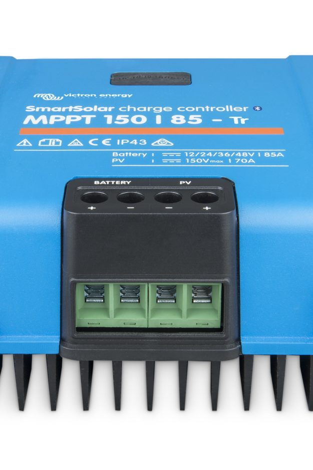 SmartSolar-charge-controller-150-85-TR_front-angle_no LED-ridotto